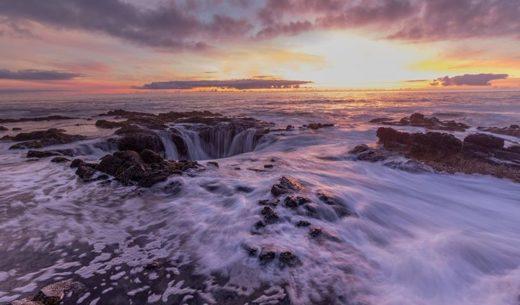 Thor's Well, Cape Perpetua, USA