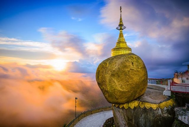 Kyaiktiyo Pagoda, Golden Rock, Myanmar